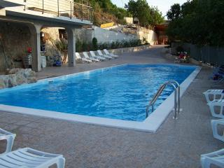Cozy Villa in Caserta with Central Heating, sleeps 6 - Caserta vacation rentals