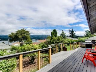 Magnificent dog-friendly home w/ lake & mountain views from large deck - Cascade Locks vacation rentals