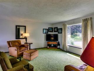 Magnificent pet-friendly home w/lake & mountain views! - Cascade Locks vacation rentals