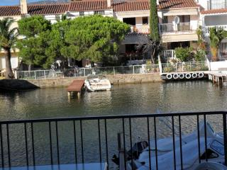 Nice Condo with Balcony and Parking - Empuriabrava vacation rentals