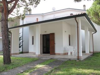 Nice Villa with A/C and Parking Space - Lido di Volano vacation rentals