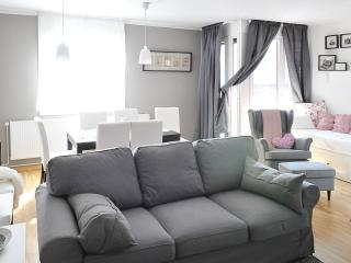 2 bedroom Apartment with Internet Access in Zagreb - Zagreb vacation rentals