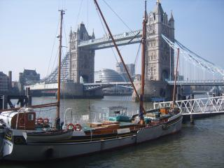 Large One Bedroom - Sleeps 4+ - Tower of London! - London vacation rentals