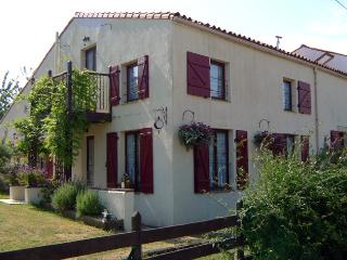 Nice Gite with Internet Access and Satellite Or Cable TV - Saint-Juire-Champgillon vacation rentals