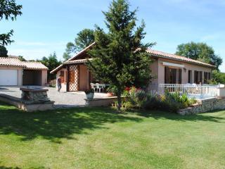 Maison indépendante avec grand jardin. Beaulieu - Salies-du-Salat vacation rentals