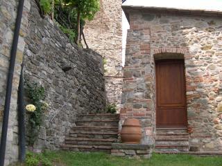 Casa ai Gelsi nel cuore del borgo medievale - Castelnuovo di Val di Cecina vacation rentals