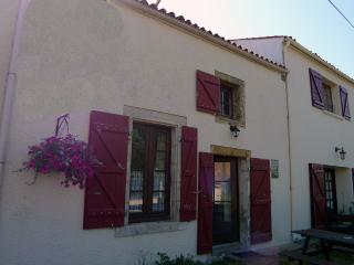 Cozy 2 bedroom Gite in Saint-Juire-Champgillon - Saint-Juire-Champgillon vacation rentals