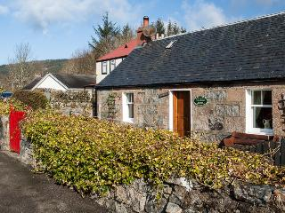 Comfortable 2 bedroom Fort Augustus Cottage with Satellite Or Cable TV - Fort Augustus vacation rentals
