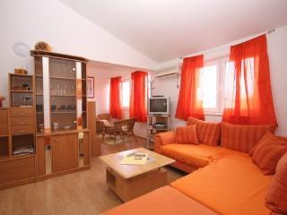 Apartment Dejo (2+2) with common pool - Vinkuran vacation rentals