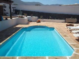 Bungalow with pool BONGILOW in Famara for 8 p - Famara vacation rentals