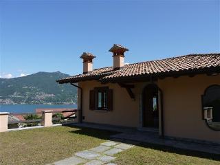 Sunny 3 bedroom Vacation Rental in Menaggio - Menaggio vacation rentals
