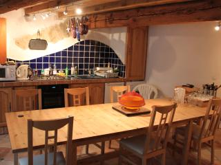 Gorgeous Gite with Kettle and Long Term Rentals Allowed - Saint-Pierre-des-Champs vacation rentals