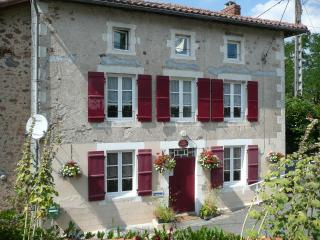 Comfortable 2 bedroom Exideuil Bed and Breakfast with Internet Access - Exideuil vacation rentals
