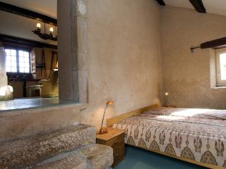 Cozy 3 bedroom House in Villefranche-de-Panat - Villefranche-de-Panat vacation rentals