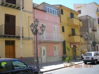 Nice Townhouse with A/C and Central Heating - Cianciana vacation rentals