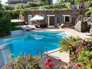 Comfortable 2 bedroom Catania Villa with Internet Access - Catania vacation rentals