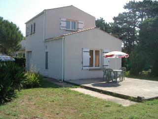 Nice Studio with Microwave and Satellite Or Cable TV - Saint-Georges d'Oleron vacation rentals