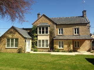 Wonderful 6 bedroom Bourton-on-the-Water House with Internet Access - Bourton-on-the-Water vacation rentals