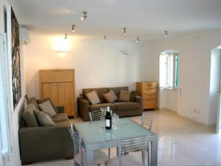 Perfect House with Dishwasher and A/C - Sutivan vacation rentals