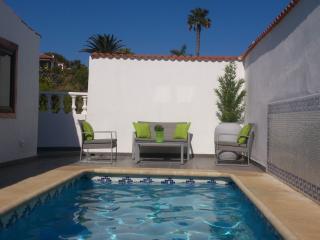 Spacious 4 bedroom Tenerife Villa with Internet Access - Tenerife vacation rentals