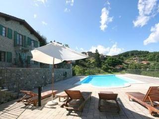 3 bedroom House with Internet Access in Camporgiano - Camporgiano vacation rentals