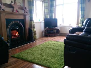 Lovely House in Portrush with Internet Access, sleeps 9 - Portrush vacation rentals