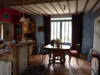 Bright 3 bedroom House in Fontainebleau with Internet Access - Fontainebleau vacation rentals