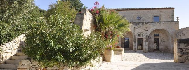 10 bedroom Villa in Marina Di Ragusa, Ragusa Area, Sicily, Italy : ref 2230504 - Image 1 - Marina di Ragusa - rentals
