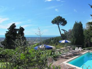 Bright 3 bedroom Camaiore Villa with Internet Access - Camaiore vacation rentals