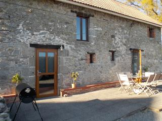 In La Souterraine this Holiday Cottage. FREE Wi Fi - La Souterraine vacation rentals