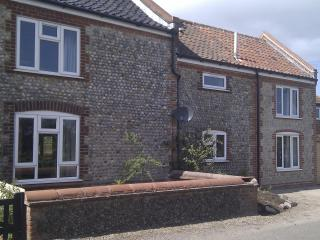Rose Cottage, 2-bed dog-friendly enclosed garden - Mundesley vacation rentals