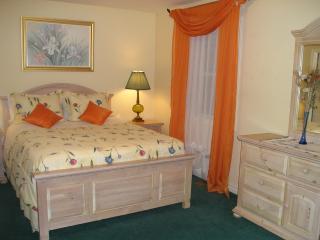 PINE SUITE at SUSAN'S VILLA, Hotel Garni, B&B - Niagara Falls vacation rentals