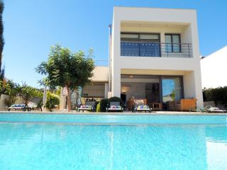 3 bedroom Villa with Internet Access in Neo Chorion - Neo Chorion vacation rentals