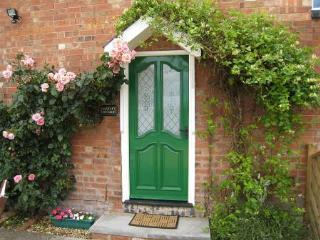 Falstaff Cottage  Stratford upon Avon Sleeps 5 - Stratford-upon-Avon vacation rentals