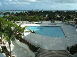 2 bedroom Apartment with Internet Access in Bal Harbour - Bal Harbour vacation rentals