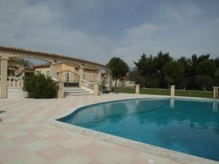 Nice Villa with Internet Access and Towels Provided - Pertuis vacation rentals