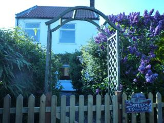 Comfortable Cottage with Outdoor Dining Area and Television - Winterton-on-Sea vacation rentals