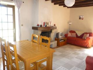 Comfortable 2 bedroom House in Treal - Treal vacation rentals
