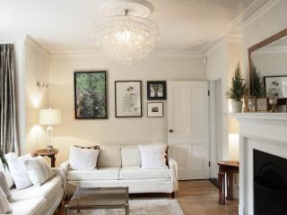 Gorgeous Victorian Cottage, centre of Henley - Henley-on-Thames vacation rentals