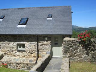 Charming Cottage with Washing Machine and Wireless Internet in Dolgellau - Dolgellau vacation rentals
