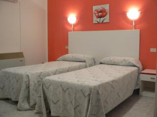 7 bedroom Bed and Breakfast with A/C in Marina di Ginosa - Marina di Ginosa vacation rentals