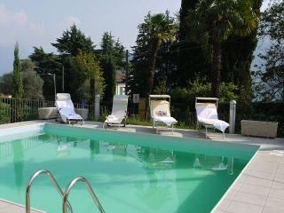 Comfortable 1 bedroom Tremezzo Apartment with Outdoor Dining Area - Tremezzo vacation rentals