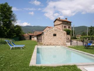 3 bedroom farmhouse in Tuscany (BFY13467) - Maccagno vacation rentals
