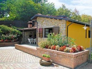 Enchanting 2 bedroom villa in Tuscany with breathtaking views and private pool - Castelnuovo di Garfagnana vacation rentals