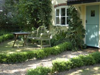 Romantic Cottage with Internet Access and Satellite Or Cable TV - Stowmarket vacation rentals