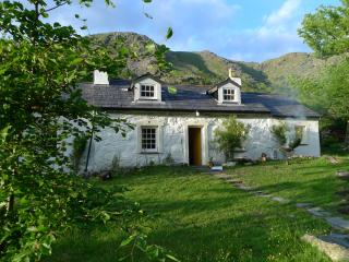 Superb Renovated Historic 3 Bed Cottage Llanberis - Nant Peris vacation rentals