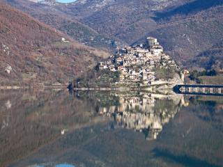 Casa vacanze CASA LIA, Castel Di Tora, Lago Turano - Castel di Tora vacation rentals