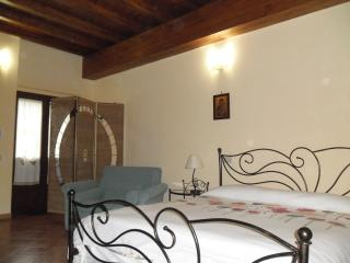 La Cartiera    Affittacamere  a Palazzo Adriano - Palermo vacation rentals