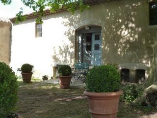 Nice Gite with Internet Access and Washing Machine - Laudun vacation rentals