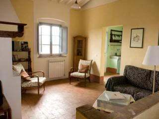 Perfect 2 bedroom Castelfiorentino Apartment with Shared Outdoor Pool - Castelfiorentino vacation rentals
